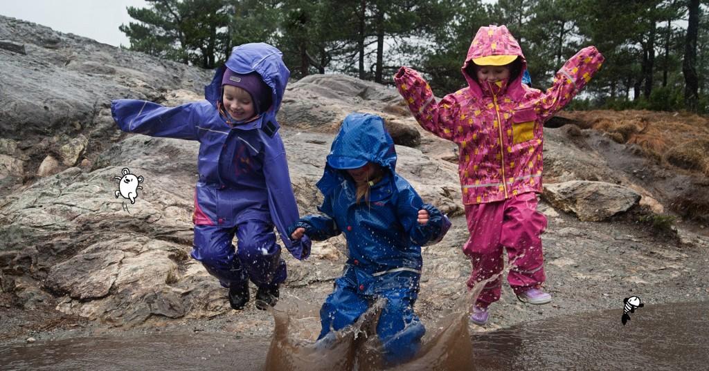 barn som hopper i vann